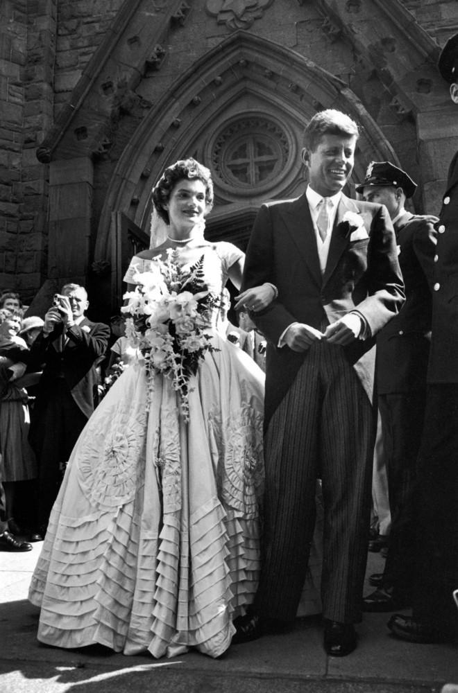 Свадьба Джона Кеннеди и Жаклин Бувье. США. 12 сентября 1953г. http://t.co/zSO1jK1oXF