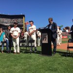 """We love you, Kim and Tim."" --Larry Baer #ThanksHuddy #SFGiants http://t.co/JUyMa5V0ws"