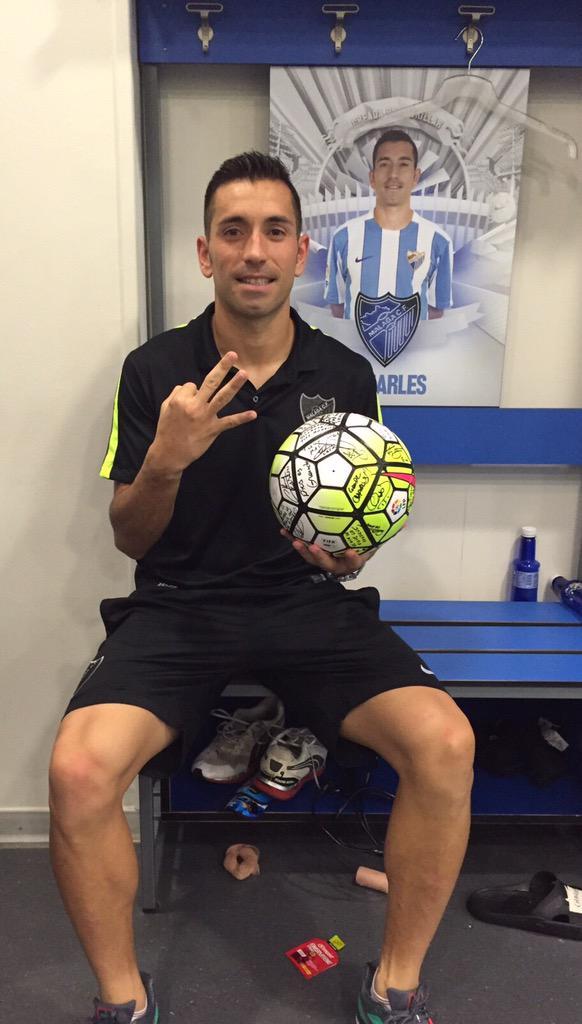 Gracias a mis compañeros por ayudarme a marcar mi primer hat-trick en Primera. Muy feliz por el triunfo del @MalagaCF http://t.co/AVD7T30a9C