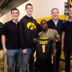 Welcomed @KevinHart4real to Carver-Hawkeye Arena with his very own @IowaHoops jersey! #WhatNowTour http://t.co/I2yJbrbcqp
