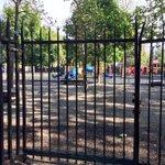 Parco dellAcquasola chiuso, nessuno sa perché. Nemmeno la centrale della Municipale. Notizie, @ComunediGenova ? http://t.co/bMQDqvh0fL