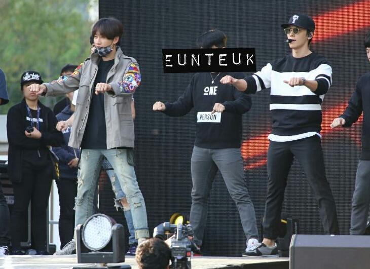 151004 Eunhyuk and Donghae rehersing for Gangnam Festival http://t.co/oBiBIkmF2H