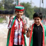The colors of PTI and the little kids happy faces, had always been inseparable..#NA122 #چلو_چلو_ڈونگی_گراونڈ_چلو http://t.co/jaM7SWpbB5