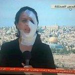 مراسلة فلسطينية شُجاعة لم تمنعها اعتداءات جيش الإحتلال الصهيوني من إكمال عملها في فضح ممارساته وجرائمه! http://t.co/6FczSZoaMs