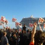 #4O #Venezia ecco come viene salutata la prima grande nave @MSC_Crociere della giornata dai cittadini #NoGrandiNavi http://t.co/GzoWwUTTyH