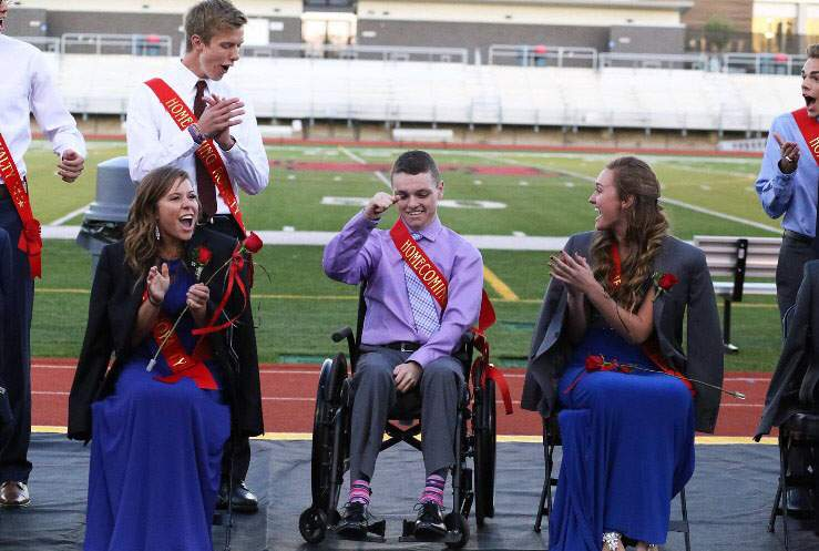 Emotional Homecoming crowning leads to unexpected date for Linn Mar senior http://t.co/49vw4hfS0X http://t.co/D8Sjq85rjL