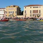 Moltissime persone a #Venezia per presidio @NoGrandiNaviVe contro passaggio #grandinavi e #scavi in #laguna http://t.co/p4fAlLl9v9