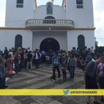 Iglesia de Santa Catarina Pinula celebra primeras comuniones, 11 de 15 niños no llegaron porque quedaron soterrados. http://t.co/FRv0Lbyilq