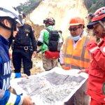 Brigada mexicana apoya a @bomberosmuni en búsqueda y rescate de víctimas en el derrumbe de tierra en Cambray II #CBM http://t.co/vqy1akmRxO