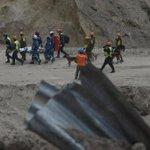 Perros traídos desde México para rescatar personas soterradas en el Cambray II realizan primer rescate. http://t.co/5XUxRUvemd