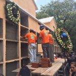 Sepelio de más personas víctimas del deslizamiento en el Cambray http://t.co/4xz3nlR7DI