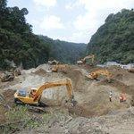 Continúa búsqueda, localización y rescate en CambrayII, 30 máquinas del @CIVguate en lugar. #CONTED #EsTiempoDeAyudar http://t.co/6RGuHCUmYs
