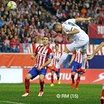 Esta foto del gol de @Benzema, ese gesto de cabeza, frente al #Atleti...me recuerda a ese 92:48 de @SergioRamos jaja http://t.co/soO2YEazsu