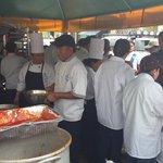 Empresas privadas donan almuerzos para personas afectadas y colaboradores por la #TragediaElCambray http://t.co/q8U2P6yI7U