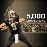 On that TD, Brees became the 3rd QB (Favre, P. Manning) in @NFL history to throw 5,000 completions in his career! http://t.co/glDE5hSqQ1