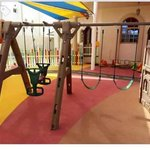 صور مدرسة درة الجزيرة في #عدن بعد تأهيلها من قبل #الهلال_الأحمر_الإماراتي #إعادة_الأمل #الامارات . http://t.co/as8bs8yCVV