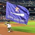 Rangers mascots have no chill. http://t.co/SPbmiyKe20