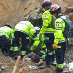 Esta lloviendo ahora en El Cambray II podría afectar las labores de rescate. http://t.co/ZK1BiHESYD