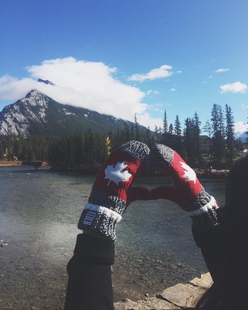 The tradition continues. #RedMittens are back at @hudsonsbay to help @TeamCanada Olympians. Be sure to get yours. http://t.co/dNCWWs2xyL