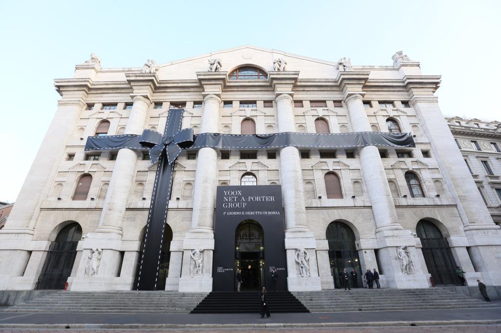 Oggi siamo onorati di dare il benvenuto in Borsa Italiana al nuovo titolo #Yoox Net-a-Porter Group  @yoox http://t.co/MAT1AAWpIm