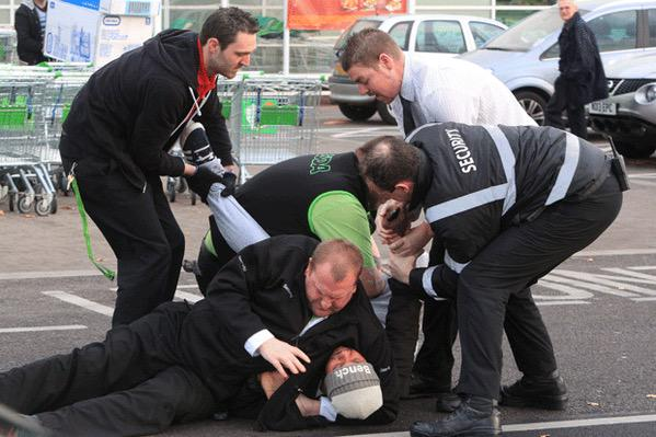A man tried to avoid the 5p plastic bag fee and got jumped in asda I can't believe this