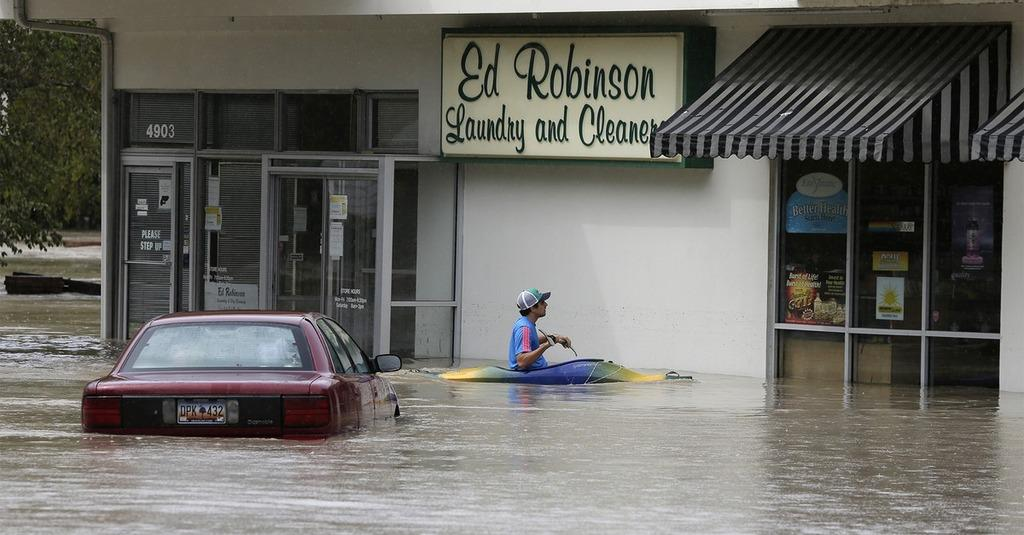 http://t.co/UDOOmMQ09O South Carolina got more than 2 feet of rain — and it's not over yet:   Historic flooding i… http://t.co/E6p0dFWf7z