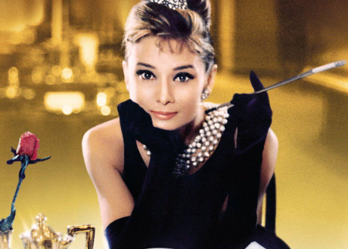 Ровно 54 года назад увидела свет картина «Завтрак у Тиффани» с Одри Хепберн и Джорджем Пеппардом в главных ролях http://t.co/q7lb96ayNY