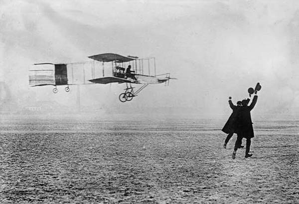 Did you know? On Oct 5, 1905 the Wright brothers accomplished flying 24 miles in 38 minutes! #flywithaopa http://t.co/NDSeO9y1ae