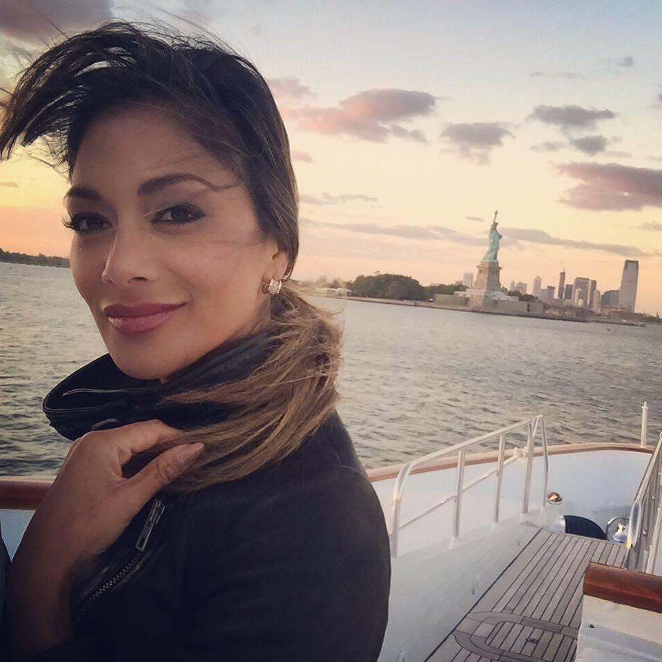 windswept Manhattan sunsets with The Lady of the Harbor ???????????? http://t.co/bvwrQfA4Iz http://t.co/aMdcPJUt3e