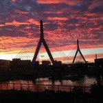 Hey Boston, youre beautiful at sunset. http://t.co/UEpEJtIaKC