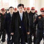 국정원 대선 개입 사건으로 2심에서 실형을 받고 수감된 원세훈 전 국정원장이 보석으로 풀려났습니다. http://t.co/Iw3wTxzS8z http://t.co/KzQeVHJZ8C
