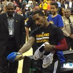 #HateHard J.R. Smith refuses to give his sneakers to a kid wearing a Warriors shirt: http://t.co/59BYWiGowq http://t.co/BPk1qC81qp