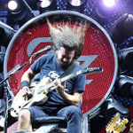 .@FooFighters rock Nashvilles @BrdgstoneArena. Weve got the photos. #DaveGrohl! http://t.co/lJw9psmhW0 http://t.co/N4cd47joPe