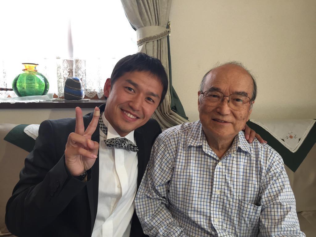今回ノーベル賞受賞の大村智さんの弟、大村泰三さんは僕のおじさんです!おめでとうございます♪そして僕もノーベルファミリー入り?!(≧∇≦) http://t.co/sOEAOHjNxz