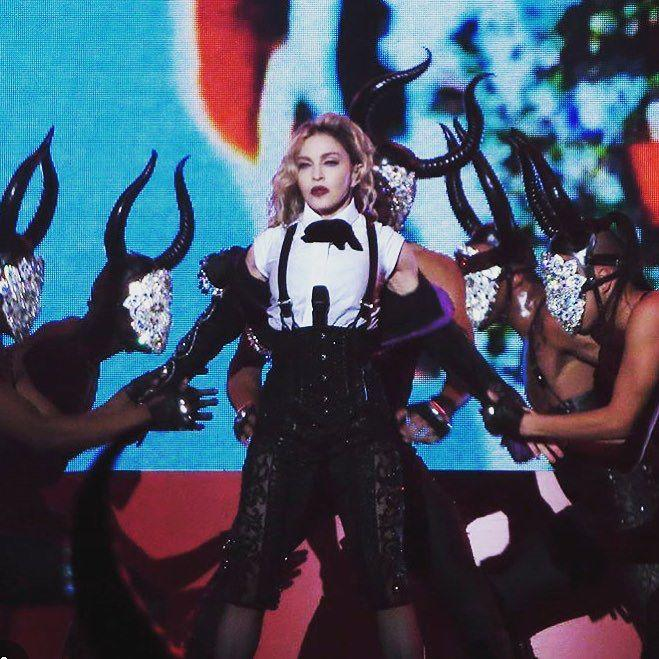 Im gonna Carry On❤️living for Love in Toronto!!!! ❤️ #rebelhearttour http://t.co/6JC2bDUVl9