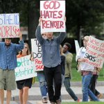 #Renoir haters picketed outside Museum of Fine Arts to replace them with something better http://t.co/hBE5D9wz1a http://t.co/5FqJ06aWMk