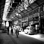 Georges Arcade in #Dublin back in the 1960s, a few less people than you would see today, but more cars #lovedublin http://t.co/yvATVSXPR5