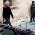 La infanta Cristina i Urdangarin seran jutjats la segona setmana de gener http://t.co/5lfhi494WU http://t.co/PwX2CHRVcf