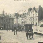 Lire des bonnes nouvelles dans son journal à #Nantes place du Commerce et avoir le sourire #Poinfos http://t.co/x2zSwo0qkm