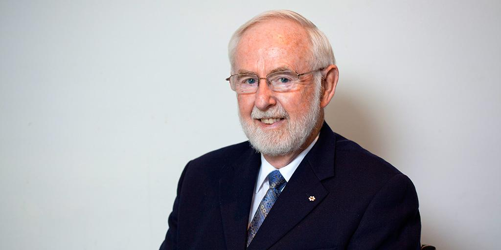 Congratulations to #queensu Prof Emeritus Art McDonald, winner of an @NobelPrize for Physics http://t.co/cxsPcSM11t http://t.co/9phjYB8FrQ