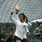 Bayern Munich and Germany great Gerd Muller receiving treatment for Alzheimers http://t.co/yxRMWtzdd3 http://t.co/S0dncgA3hF