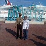 El ing. @Mayobanexe junto al Contralmirante Félix Alburquerque en la llegada del crucero de la Carnival Corporation. http://t.co/AFlrJ5SZM4