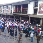 RT @rgrvelez: #Quito: Protesta de comerciantes y taxistas informales se concentra frente al Palacio Municipal. http://t.co/jhOTCwSAUo