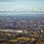 #Toulouse, métropole de 1,2 million dhabitants, vue du ciel avec les Pyrénées en toile de fond (D.Viet) #Urbanisme http://t.co/cANR9n7yMC