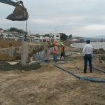 Colocación de tablestaca y pilotes en sector plaza cívica de malecón San Vicente Obras #Manabí http://t.co/RgPmaZJPXS