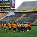 #ÚltimaHora Pelea en el entrenamiento de Barcelona, jugador extranjero agredió a juvenil. http://t.co/s68QfHm8WZ http://t.co/wNWaxdyZJD