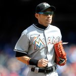 41-year-old Ichiro Suzuki decides to re-sign with Marlins for 2016 season. http://t.co/HxMzj4pEj6