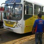 É A LEI DO CÃO Bandidos tentam incendiar ônibus enquanto cúpula da segurança dava entrevista… http://t.co/P7HqHT1zZs http://t.co/PTg7Ho1Ptb