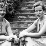 Ireland's oldest known twins die within days of each other http://t.co/e1DDG2rUQL http://t.co/brapJlinWF