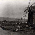 #MiradaalPasado Molino de #Gofio en #LaLaguna principio S.XX. Hoy C/ Núñez de la Peña vía fotos antiguas de #Tenerife http://t.co/niffVIOuYi